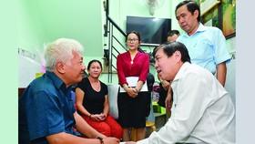 Lãnh đạo TPHCM thăm các gia đình chính sách