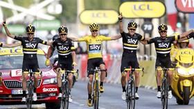 Chris Froome (Áo vàng) từng được ví là không thể thay thế  trong đội đua Sky