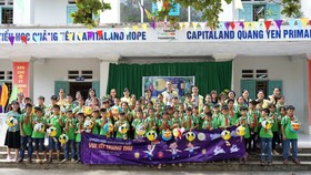 Hơn 1.400 học sinh tại 4 trường CapitaLand Hope nhận quà và học bổng dịp Tết Trung thu