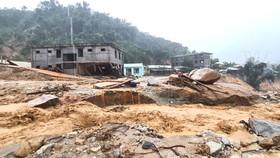 Sáng 6-11, lũ ống đổ xuống suối Đăk Ba Sao,  xã Phước Thành, huyện Phước Sơn, tỉnh Quảng Nam gây hoang mang cho người dân sinh sống tại đây. Ảnh: NGỌC PHÚC