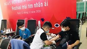 """""""Festival Trái tim nhân ái"""" thu hút nhiều người hiến máu"""