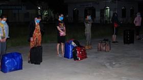 Những phụ nữ từ Campuchia trốn cách ly Covid-19 về tỉnh Kiên GIang bằng đường biển, bị lực lượng chức năng phát hiện vào ngày 11-11
