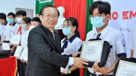 """340 học sinh ở Đồng Nai nhận học bổng """"Cho em đến trường"""""""