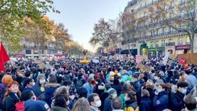 Hàng ngàn người biểu tình tại thủ đô Paris. Ảnh: France3