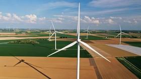Các tuabin điện gió tại một trang trại ở Graincourt-les-Havrincourt, Pháp, ngày 27-4-2020. Ảnh: REUTERS