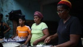 Khoảng 8 triệu người ở Trung Mỹ đang thiếu đói phải trông chờ vào các bữa ăn phát chẩn của các tổ chức cứu trợ. Ảnh: Reliefweb