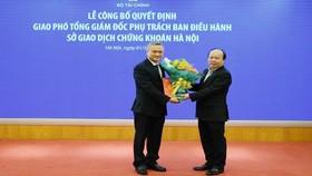 Ông Nguyễn Anh Phong nhận quyết định phụ trách Ban diều hành HNX