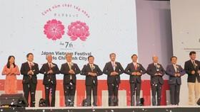 """Khai mạc Lễ hội Nhật - Việt lần thứ 7 với chủ đề """"Cùng nắm chặt tay nhau"""". Ảnh: hcmcpv"""