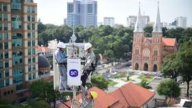 Lắp đặt trạm phát sóng 5G của MobiFone tại TPHCM