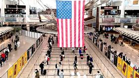 Chống dịch Covid-19: EU, Mỹ nới lỏng các hạn chế