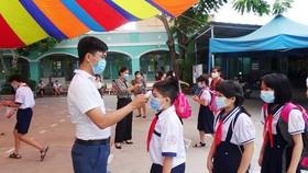 Thực hiện các biện pháp phòng chống dịch bệnh tại Trường Tiểu học An Hội (quận Gò Vấp, TPHCM)