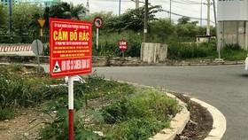 Nhiều nơi gắn bảng cấm đổ rác với mức phạt tiền kèm thông tin có camera làm người đổ rác trộm chùn tay