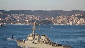 Tàu khu trục Mỹ USS Ross. Ảnh: REUTERS