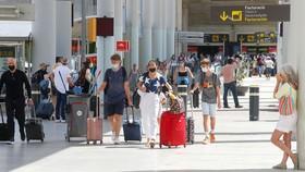 Du khách đến sân bay Palma de Mallorca, Tây Ban Nha