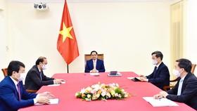 Thủ tướng Phạm Minh Chính điện đàm với Thủ tướng nước Cộng hòa Cuba Manuel Marrero Cruz. Ảnh: VGP