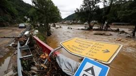 Số nạn nhân thiệt mạng vì đợt mưa lũ nghiêm trọng ở miền Tây của nước Đức tăng cao. Ảnh: REUTERS