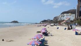 Bãi biển Vũng Tàu vắng lặng du khách ngày cuối tuần