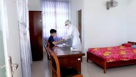 Lực lượng y tế chăm sóc cho người cách ly tâp trung tại tỉnh Bà Rịa - Vũng Tàu