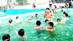 Trẻ nhỏ cần được dạy bơi để phòng ngừa nguy cơ đuối nước