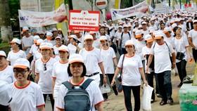 Hơn 5.000 người đi bộ gây quỹ vì nạn nhân chất độc da cam tại Đầm Sen