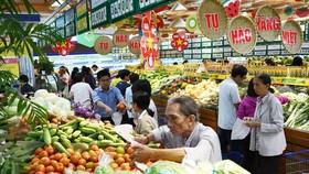 Khách hàng mua sắm tại hệ thống siêu thị Co.opmart
