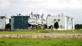 """Một khu nhà """"ba chung"""" tại huyện Hóc Môn"""