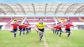 Khai trương cơ sở mới - tổ chức giao hữu quốc tế và bổ nhiệm giám đốc bóng đá