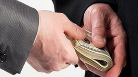 Trung úy cảnh sát bị bắt quả tang nhận hối lộ 50 triệu đồng