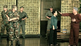 Vở Châu về hợp phố của Sân khấu kịch xã hội hóa Hồng Vân