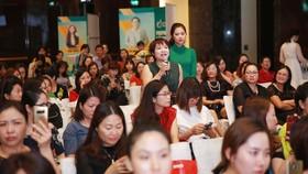 Các nữ CEO tham gia thảo luận nhiệt tình cùng các diễn giả