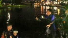 Đã tìm thấy thi thể người phụ nữ lao xe xuống hồ do triều cường dâng cao