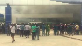 Sau vụ cháy 10.000 m2 nhà xưởng: Sẽ đảm bảo lương, thưởng cho công nhân May Nhà Bè Sóc Trăng