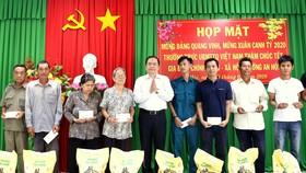 Chủ tịch Ủy ban Trung ương MTTQ Việt Nam Trần Thanh Mẫn trao quà Tết tại Cần Thơ