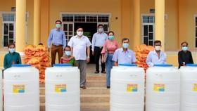Sóc Trăng vận động hơn 8,5 tỷ đồng hỗ trợ người dân ảnh hưởng dịch Covid-19 và hạn mặn