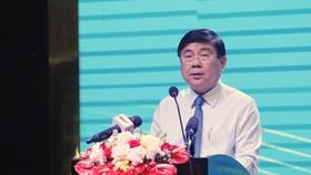 Đồng chí Nguyễn Thành Phong, Chủ tịch UBND TPHCM phát biểu tại Hội nghị
