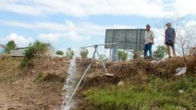 Trữ lượng khai thác và chất lượng nguồn nước ngầm đang bị suy giảm nghiêm trọng. Ảnh: TUẤN QUANG