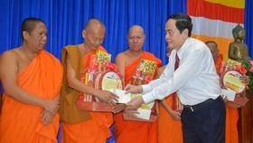Đồng chí Trần Thanh Mẫn thăm, chúc Tết cổ truyền Chôl Chnăm Thmây