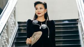 Mẹ chồng Thanh Hằng xuất hiện đầy quyền lực