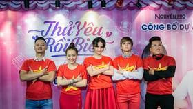 Cả đoàn phim diện sắc đỏ cổ vũ U23 Việt Nam