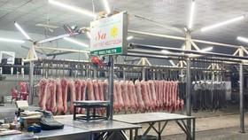 Chợ, siêu thị ở TPHCM ế ẩm khi hoạt động trở lại