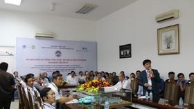 Tiến sĩ, Bác sĩ Nguyễn Phan Tú Dung báo cáo trước Hội đồng khoa học. Ảnh: NGUYÊN KHÔI