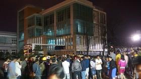 Hàng trăm người dân tập trung phản đối Nhà máy thép Dana Ý vào tối 26-2-2018