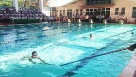 Dạy bơi cho các em học sinh ở Đà Nẵng