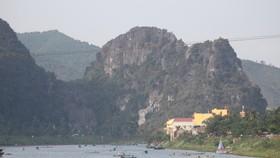 Thuyền chở khách du lịch tại Vườn quốc gia Phong Nha - Kẻ Bàng. Ảnh: NGUYÊN KHÔI