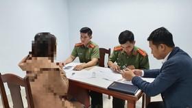 Phòng An ninh bảo vệ chính trị nội bộ - Công an thành phố và Sở TTTT thành phố Đà Nẵng làm việc với chủ tài khoản facebook đăng tin giả về dịch nCoV