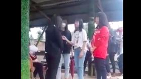 Nhóm học sinh tát liên tục vào mặt nữ sinh trước đám đông rồi quay video