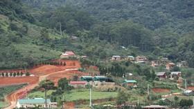 Hàng chục căn nhà xây dựng trái phép giữa đất rừng ở Lâm Đồng