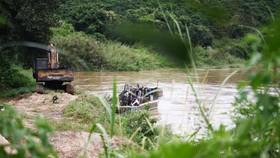 Phạt 190 triệu đồng do tự ý xây kè sông, khai thác cuội, sỏi không phép