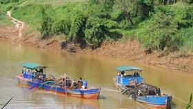 Khai thác cát trên sông Đồng Nai (ảnh minh hoạ)