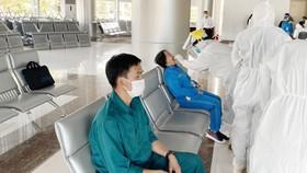 Xét nghiệm SARS-CoV-2 cho toàn bộ nhân viên sân bay Liên Khương – Đà Lạt